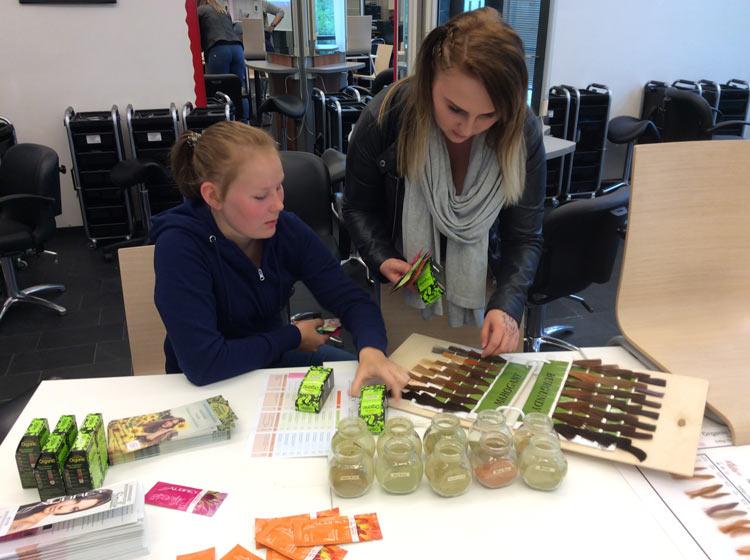 Radico kasvivärit ja Aubrey tuotteet oppilaiden tutkittavana
