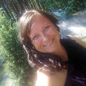 Johanna kirjoittaa luonnonkosmetiikan blogissa tuotteista, ajankohtaisuuksista sekä hyvinvoinnista